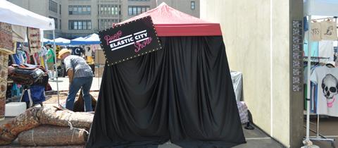 Peep Elastic City Show